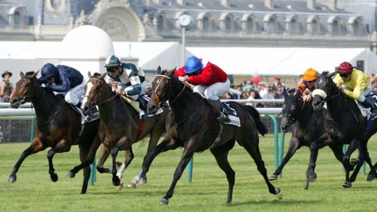 Confidential Lady powers home under Seb Sanders in the 2006 Prix de Diane at Chantilly