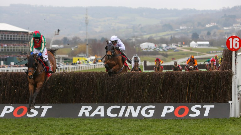 Un Temps Pour Tout leads Holywell over the final fence last season