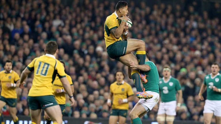 Israel Folau and Rob Kearney contest a high ball in 2014