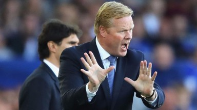Ronald Koeman, Manager of Everton gives his team instructions