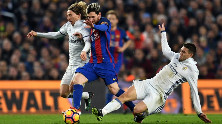 Leo Messi in El Clasico action