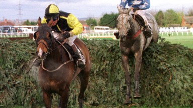 Earth Summit leads Suny Bay over the last in the 1998 Grand National