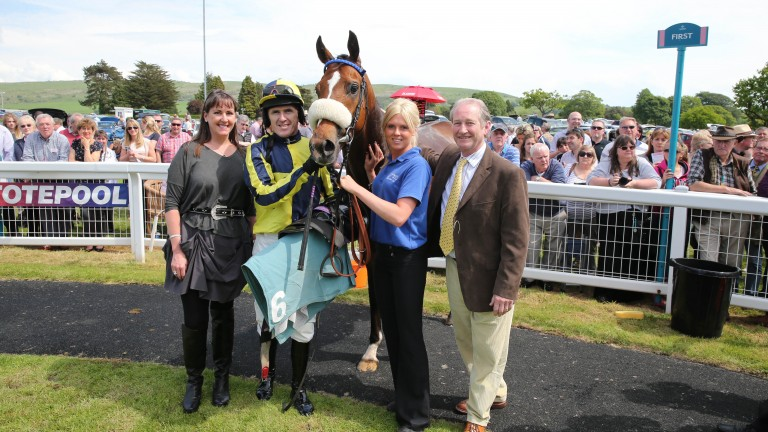 Clare Rooney (left) and husband Paul (right) with Cartmel winner Never Never in 2014