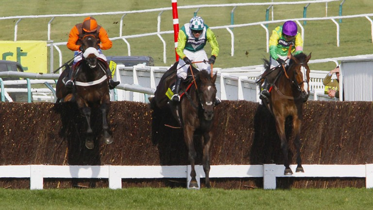 Denman (centre) fights for the 2011 Cheltenham Gold Cup with Long Run (left) and Kauto Star