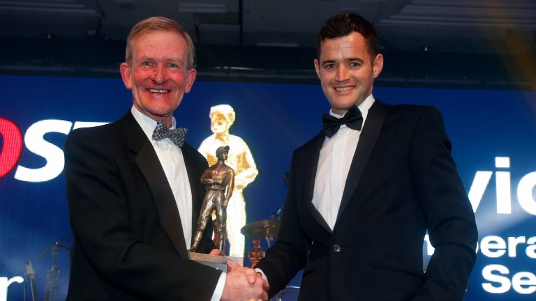Tom O'Ryan presents David Nolan with Flat ride of the year at the Lesters in 2015
