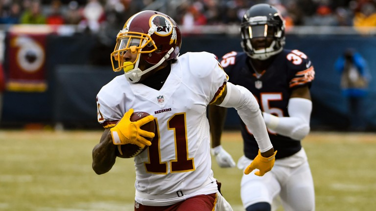 DeSean Jackson races away from the Chicago defence