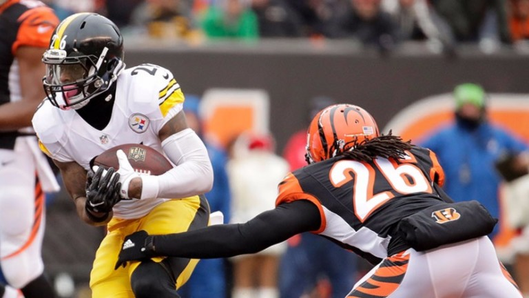 Cincinnati's Josh Shaw attempts to tackle the Steelers' Le'Veon Bell