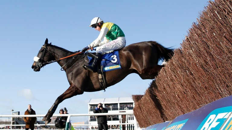 Many Clouds and Leighton Aspell on the way to victory in the 2015 Cotswold Chase