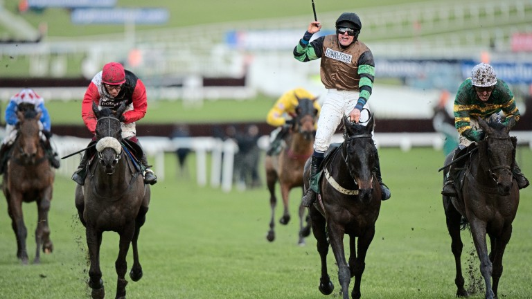 Knockara Beau (centre) enjoys his finest hour in the 2014 Cleeve Hurdle