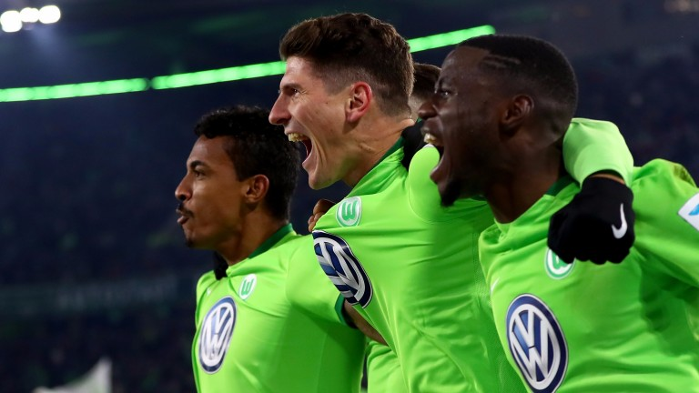 Wolfsburg made it three wins in a row with a victory over Hamburg