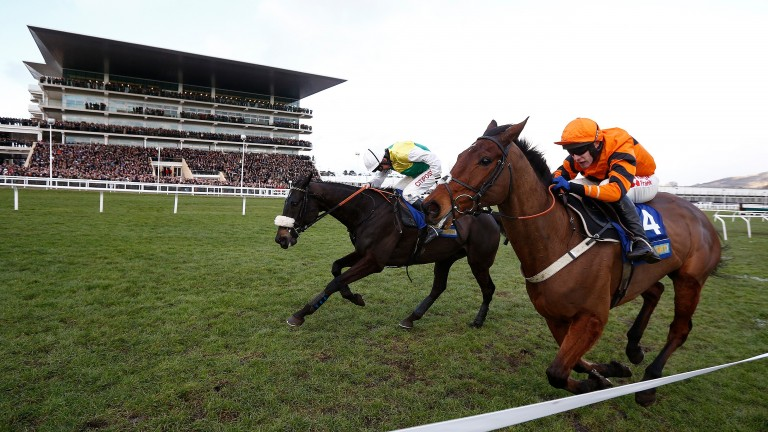 Thistlecrack (orange) and Many Clouds are locked in battle up the run-in