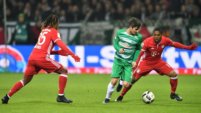 Fin Bartels of Bremen controls the ball against Bayern Munich