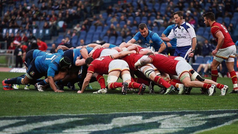 Italy and Wales pack down in a scrum