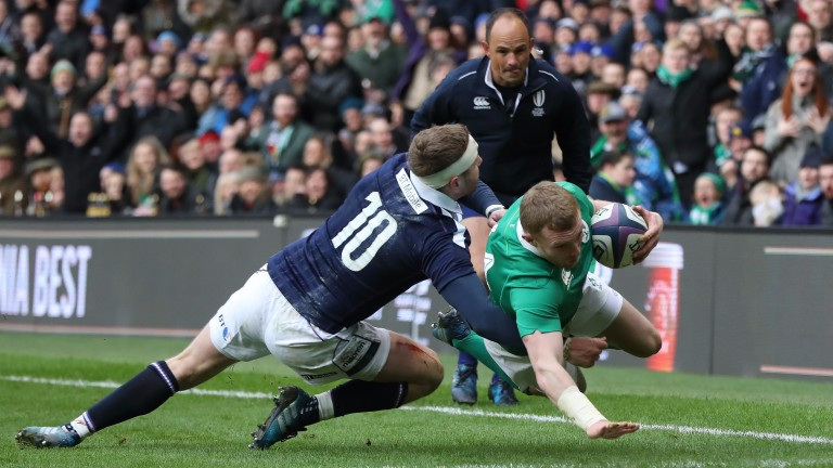 Keith Earls scores Ireland's first try against Scotland
