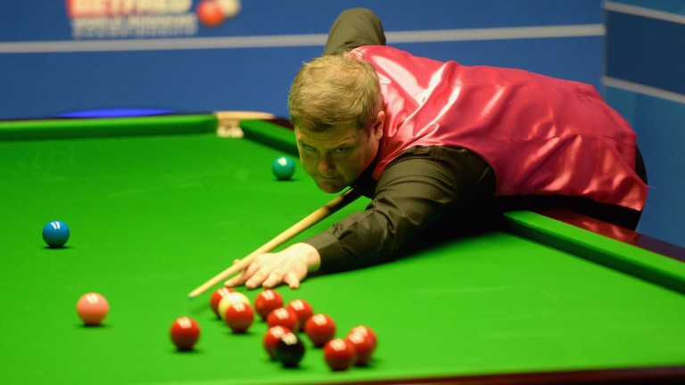 Robert Milkins in World Championship action against Mark Selby