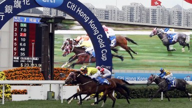 Werther (yellow silks) gets up right on the line to win