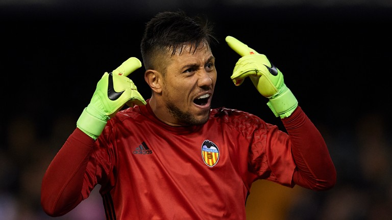 VALENCIA, SPAIN - FEBRUARY 22:  Diego Alves of Valencia reacts during the La Liga match between Valencia CF and Real Madrid at Mestalla Stadium on February 22, 2017 in Valencia, Spain.  (Photo by Manuel Queimadelos Alonso/Getty Images)