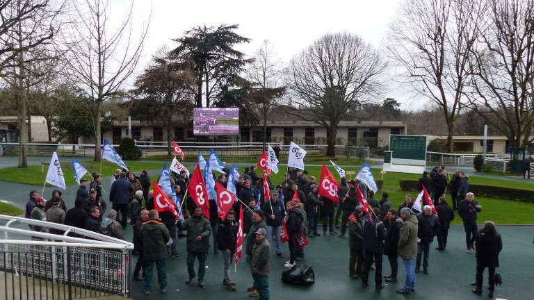 Striking workers occupied the parade ring at Auteuil on Tuesday, leading to the cancellation of the whole meeting