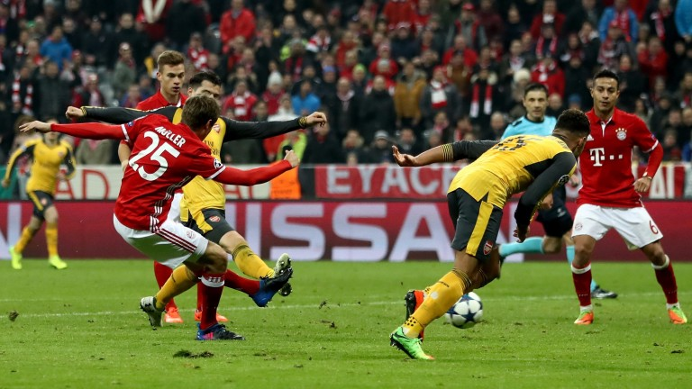 Thomas Muller scores Bayern's fifth against Arsenal