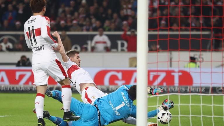 Stuttgart's Simon Terodde scores against Hannover