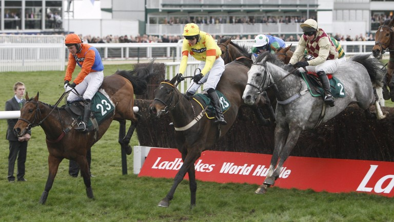 Jamie Codd comes to win the 2009 Kim Muir on Character Building (right)