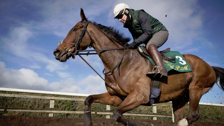 Quicker ground and a longer trip must both be overcome by Un De Sceaux
