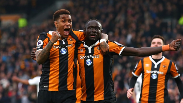 Oumar Niasse (right) celebrates with Hull team-mate Abel Hernandez