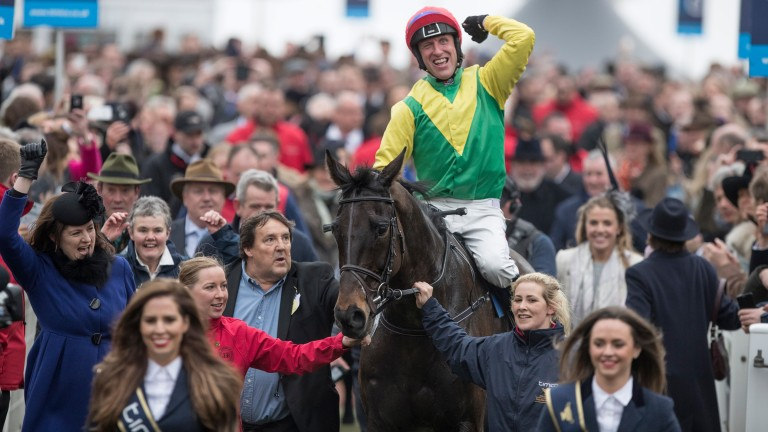 The man in question pictured to the left of Sizing John