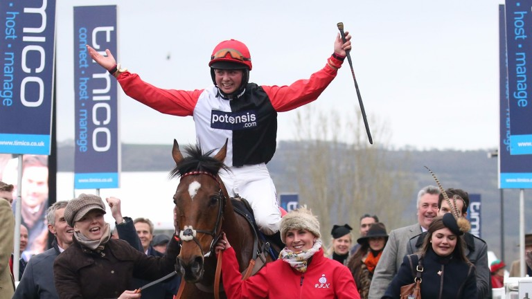 Frost returns in triumph on Pacha Du Polder after their Foxhunter victory