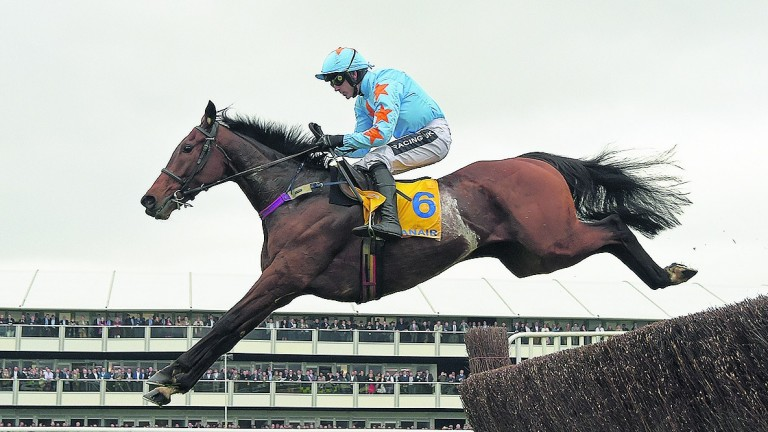 Un De Sceaux: in action at Ascot
