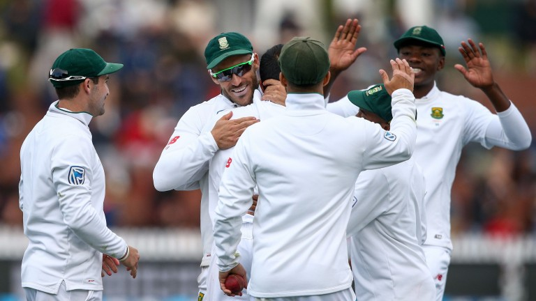 South Africa celebrate a New Zealand wicket