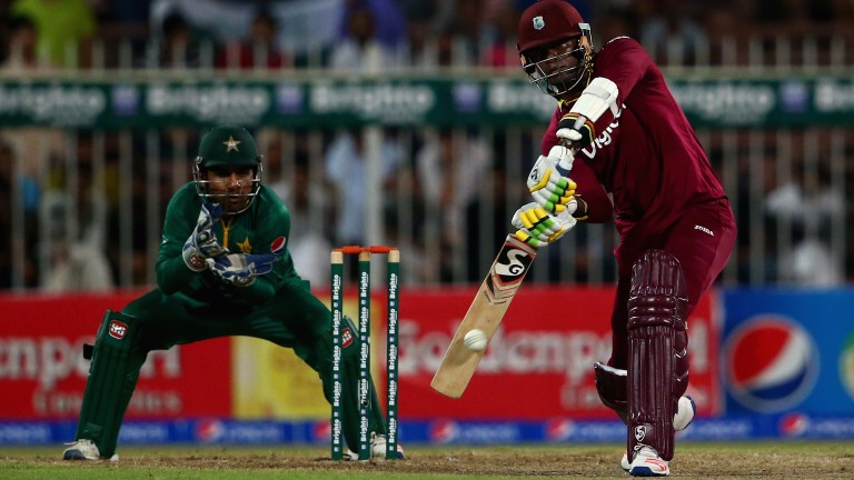 Marlon Samuels takes on the Pakistan bowlers in last year's ODI series