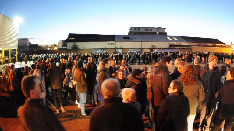 Wimbledon closing night's seemingly never ending queue stretches round the car park a good half an hour before the first race.Wimbledon 25th March 2017.Photo: Steve Nash