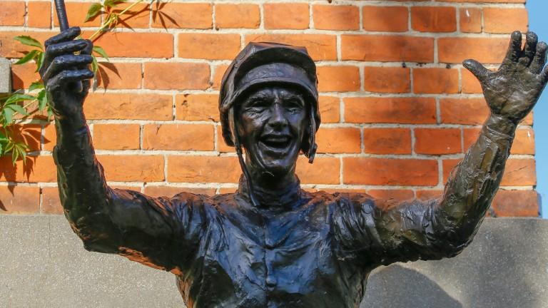 Ascot commissioned a statue to mark the achievement of Frankie Dettori's Magnificent Seven