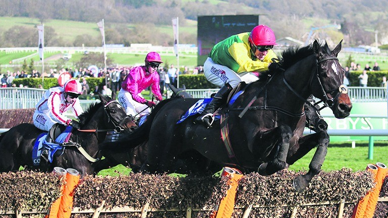 Power heads to victory in the Potts colours on Supasundae in the Coral Cup