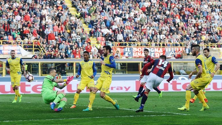Federico Di Francesco (14) of Bologna takes advantage of Chievo's defensive frailty