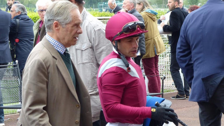 SDS with Andre Fabre after the victory of Last Kingdon (Maisons-Laffitte 10/04/17)