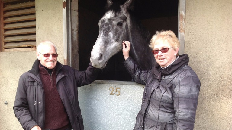Dave and Maureen Perry visit Micky Hammond's yard on Middleham Open Day