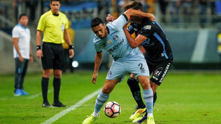 Gremio full-back Edilson (left) fights off Deportes Iquique's Mauricio Morales