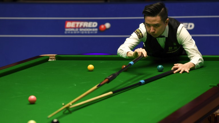 Xiao Guodong takes aim on his way to defeating Ryan Day