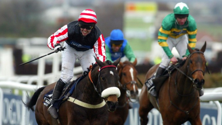 Amberleigh House and Graham Lee winning at Aintree
