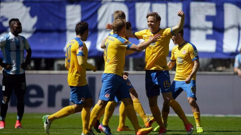 Braunschweig celebrate their win at 1860 Munich