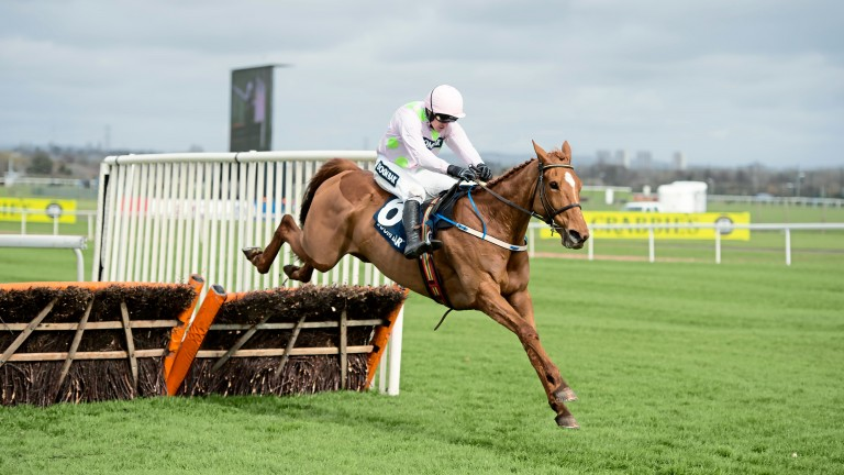 Annie Power strolls to victory in the 2016 Aintree Hurdle