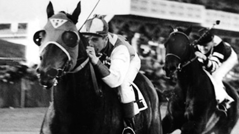 Seabiscuit sprints clear of War Admiral