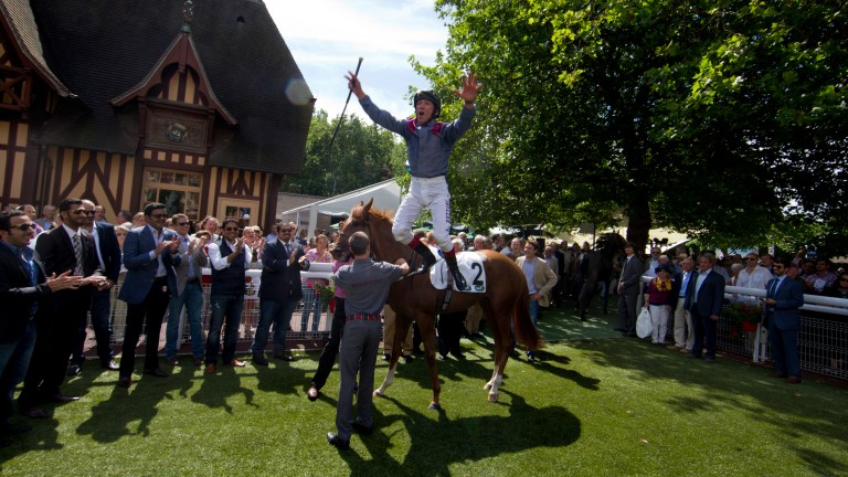 A trademark flying dismount from Frankie Dettori