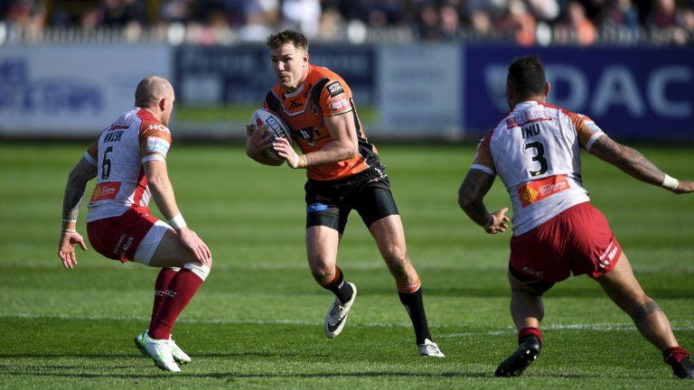 Castleford and Michael Shenton (right) are seeking their sixth straight win over Leeds