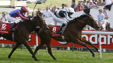 Light Shift and Ted Durcan win the 2007 Oaks from Peeping Fawn