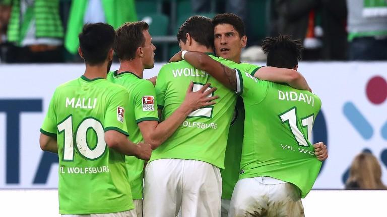 Wolfsburg celebrate after Mario Gomez's first-leg goal