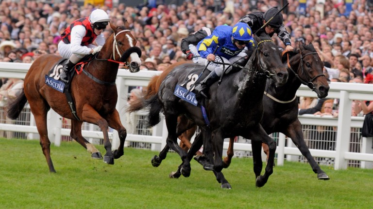 Kingsgate Native (Seb Sanders, nearside) gets the better of War Artist in the 2008 Golden Jubilee Stakes