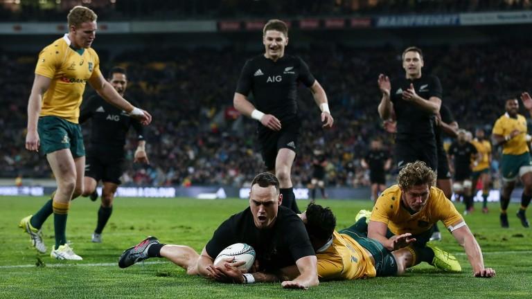 Israel Dagg scores a try against Australia